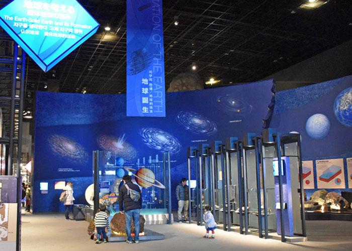 地球の誕生の展示(神奈川県立生命の星・地球博物館)
