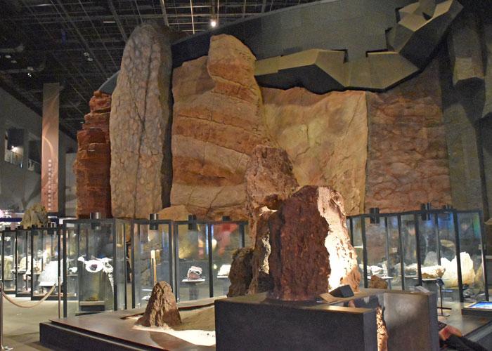 岩石の展示(神奈川県立生命の星・地球博物館)