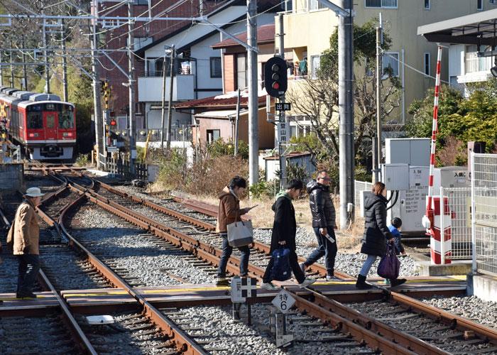 箱根登山鉄道「入生田駅」の踏切