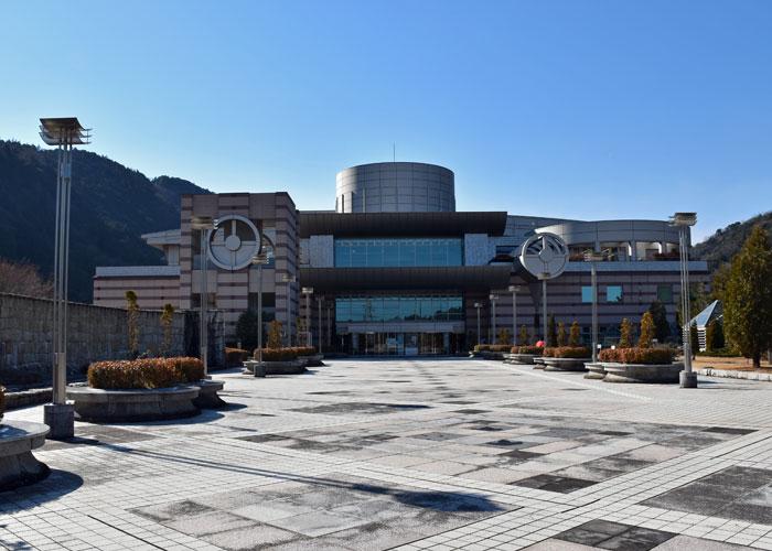 神奈川県立生命の星・地球博物館の外観