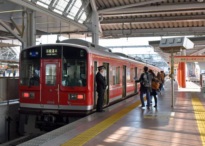 箱根登山鉄道「小田原」駅のホーム