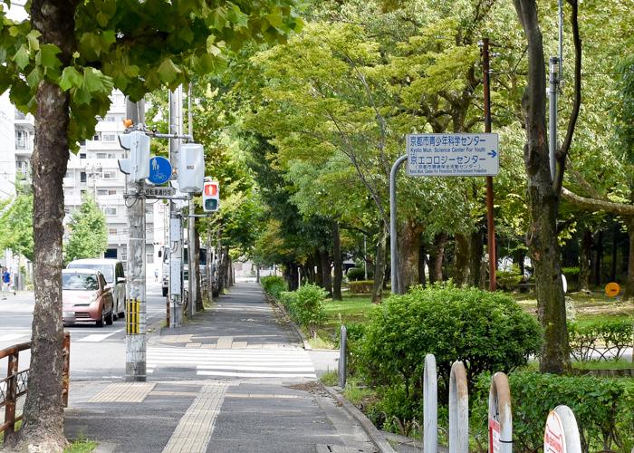 京都市バス停「京都市青少年科学センター前」近くの案内標識
