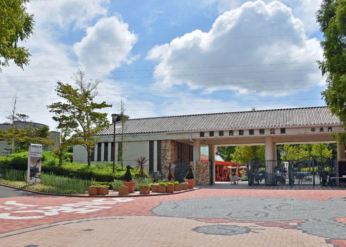 豊橋総合動植物園(のんほいパーク)の中央門前