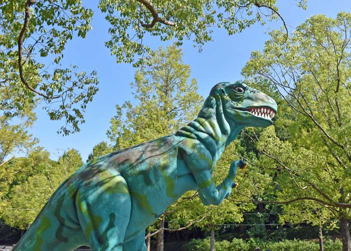 メガロサウルスの復元模型:豊橋市自然史博物館の野外恐竜ランド